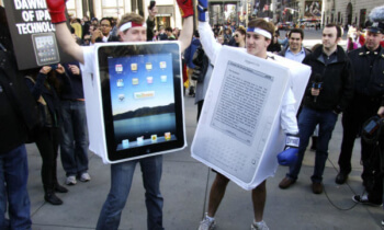 ereaders-ipad-vs-kindle
