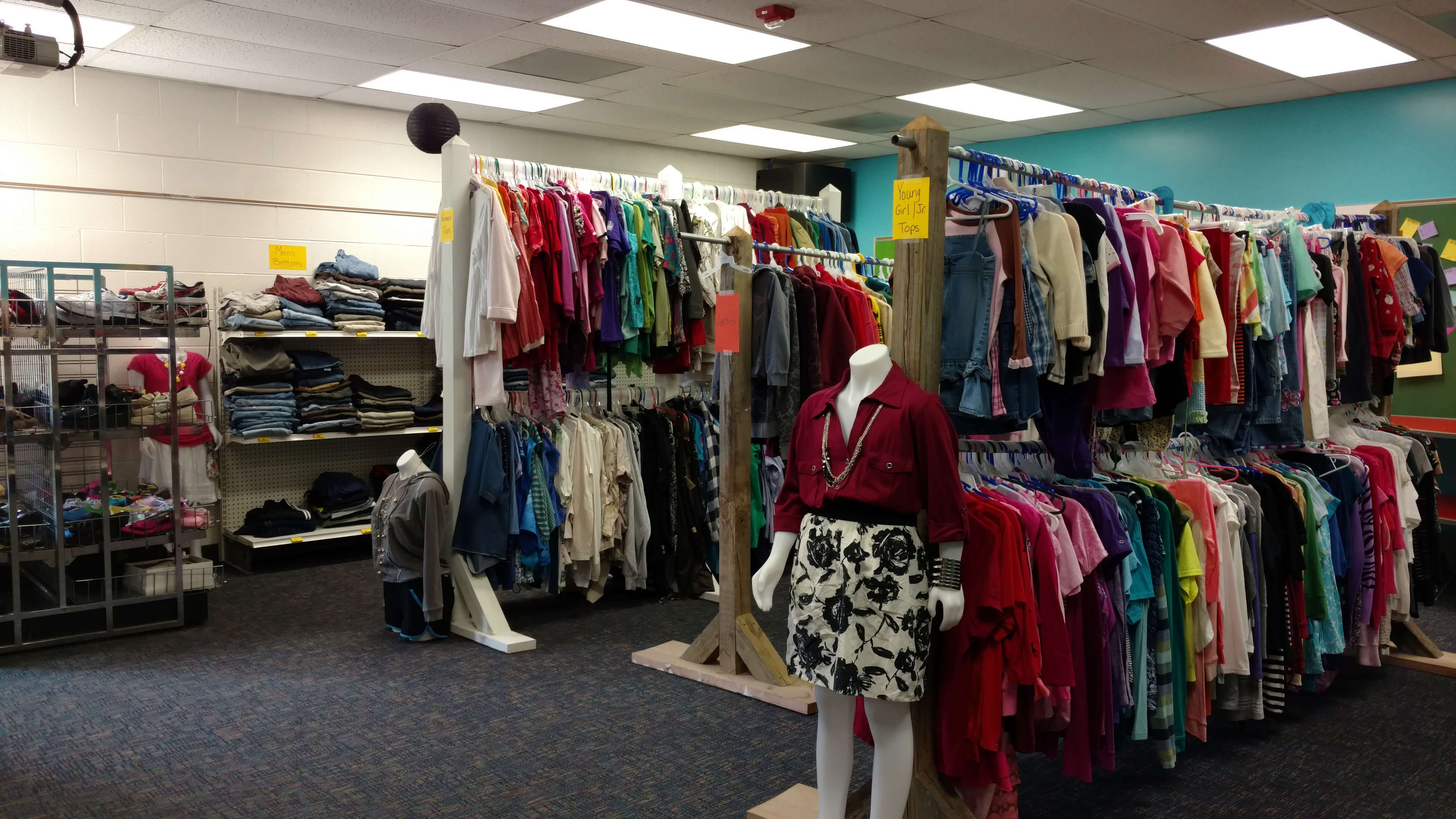 helping-hands-clothing-closet